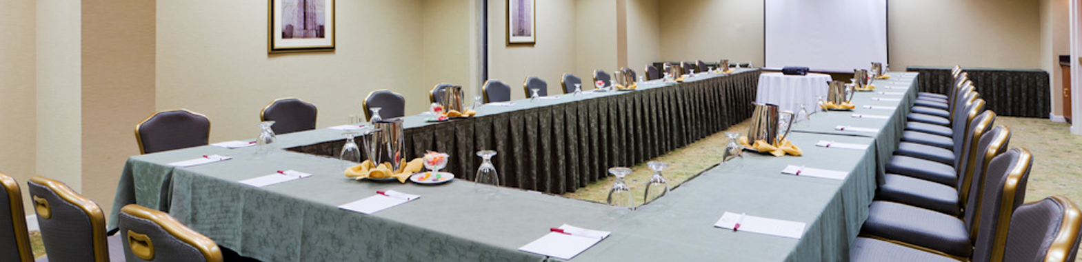 Crowne Plaza Dulles Airport Hotel Meeting Services